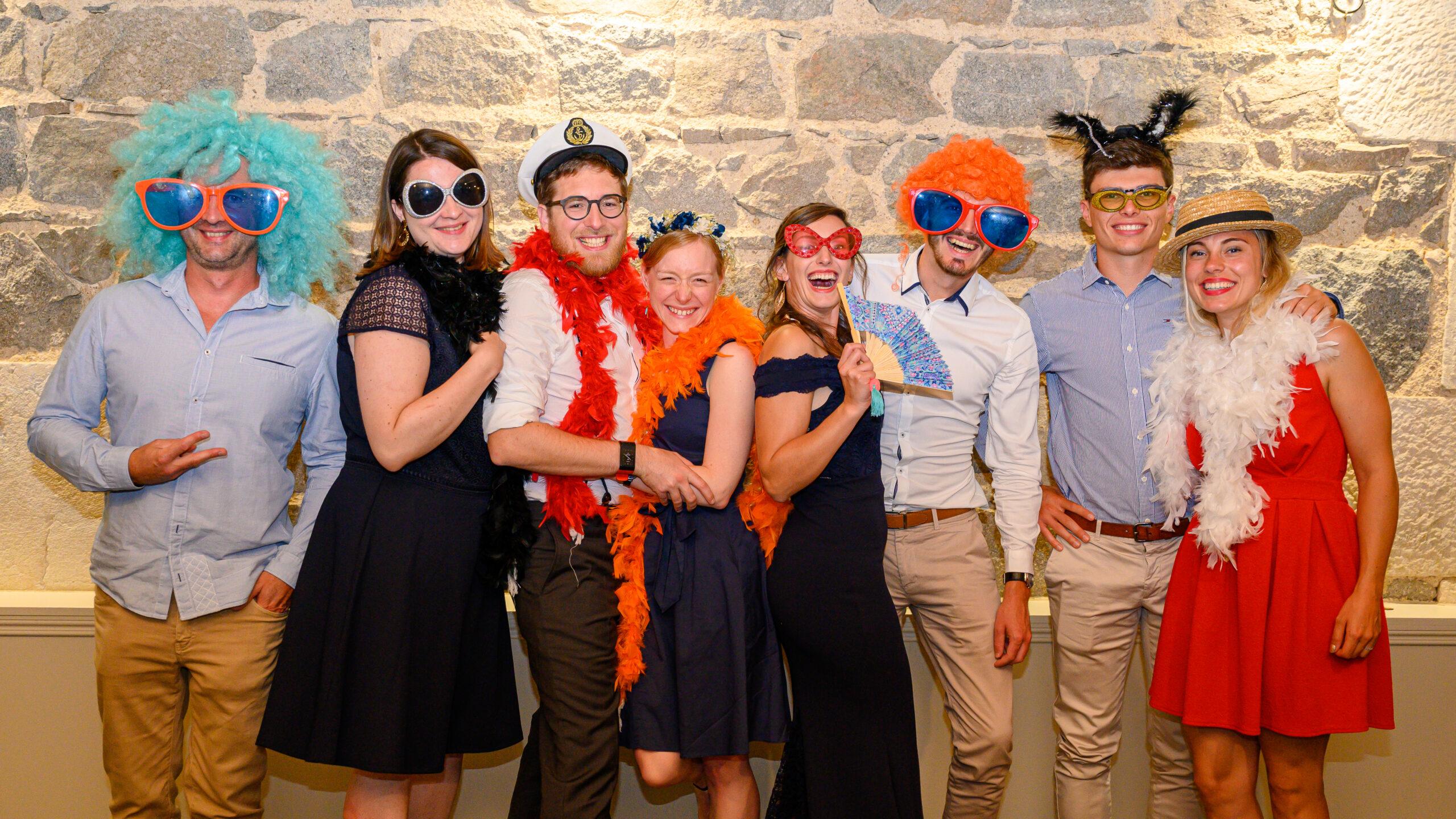 Groupe de convives pour un mariage dans le Beaujolais