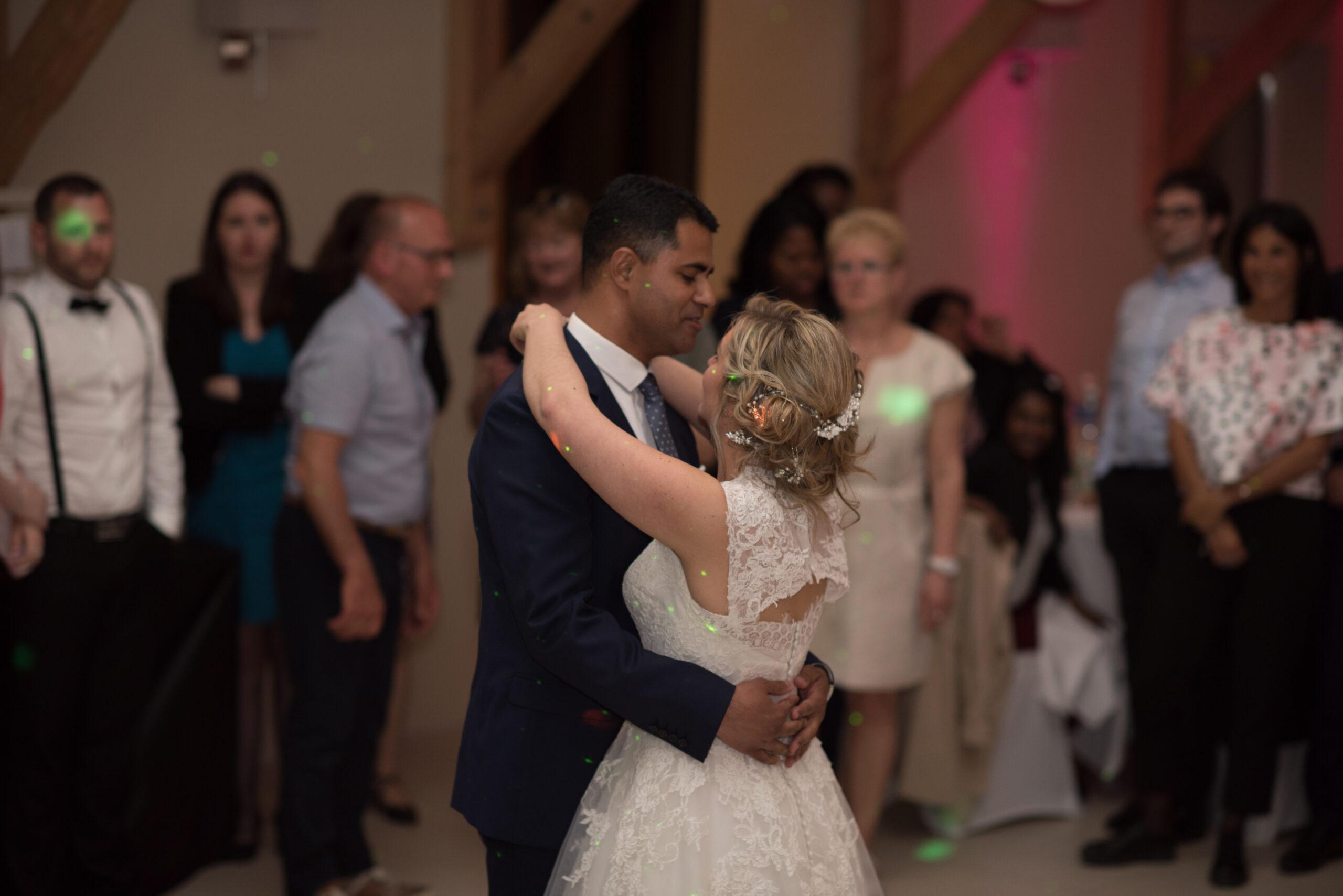 Ouverture de bal par les mariés lors de leur soirée de mariage gérée par Dj Art Song