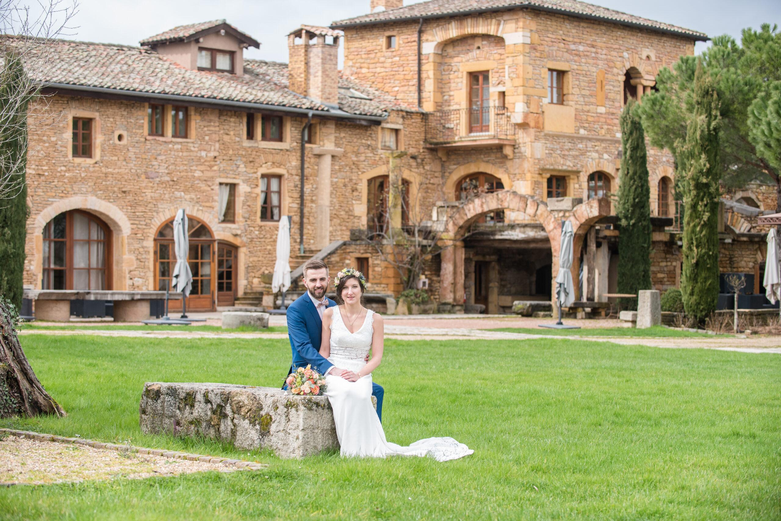 Photo d'un couple de mariés dont le mariage s'est déroulé au Domaine de la Ruisselière à Lacenas et avec le professionnalisme de Dj ArtSong