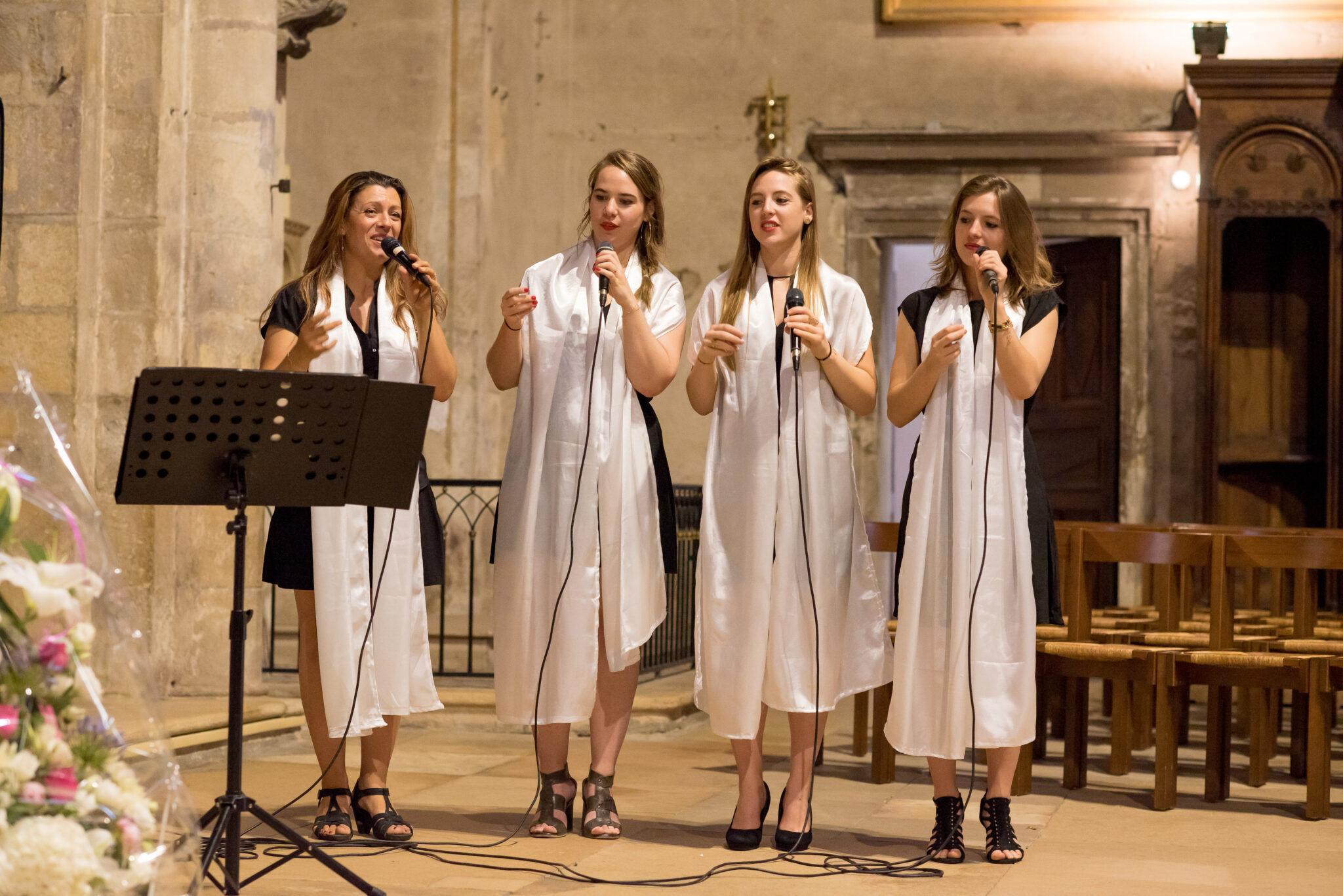 Chanteuses Gospel d'Art Song Production pour une cérémonie à l'église