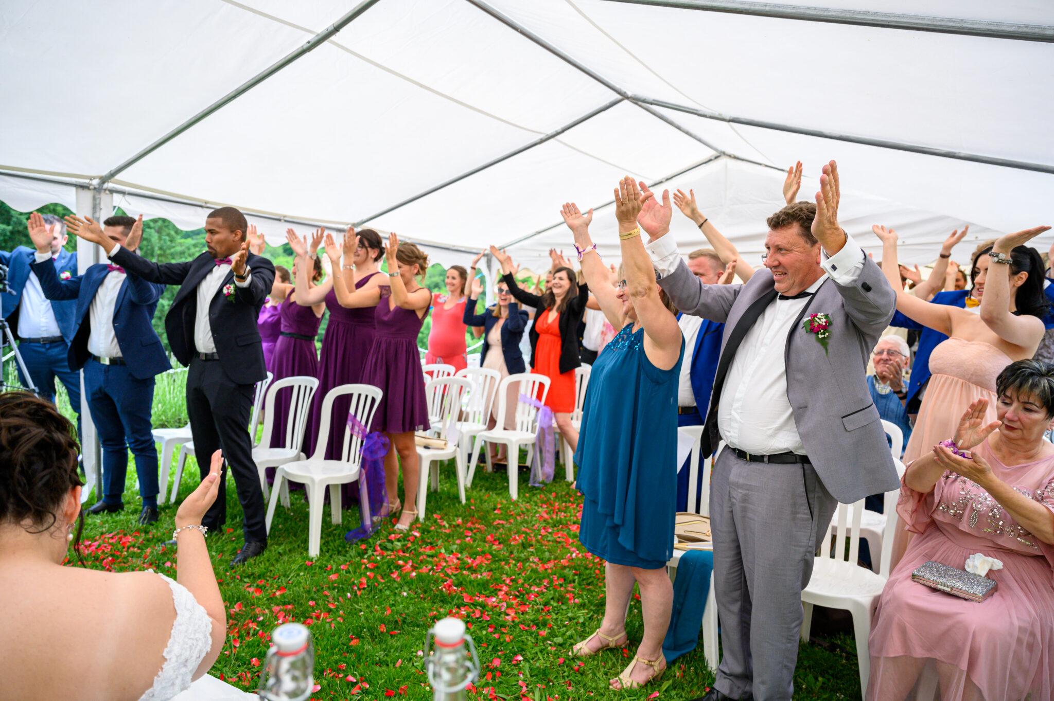 Cérémonie laïque en extérieur pour un mariage dans le Beaujolais