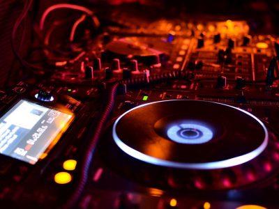 location de sono pour fête et soirée avec installation DJ Art'Song